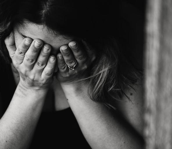 ¿Cómo reducir el riesgo de Trastorno de Estrés Postraumático o la sintomatología relacionado con la crisis por COVID-19?